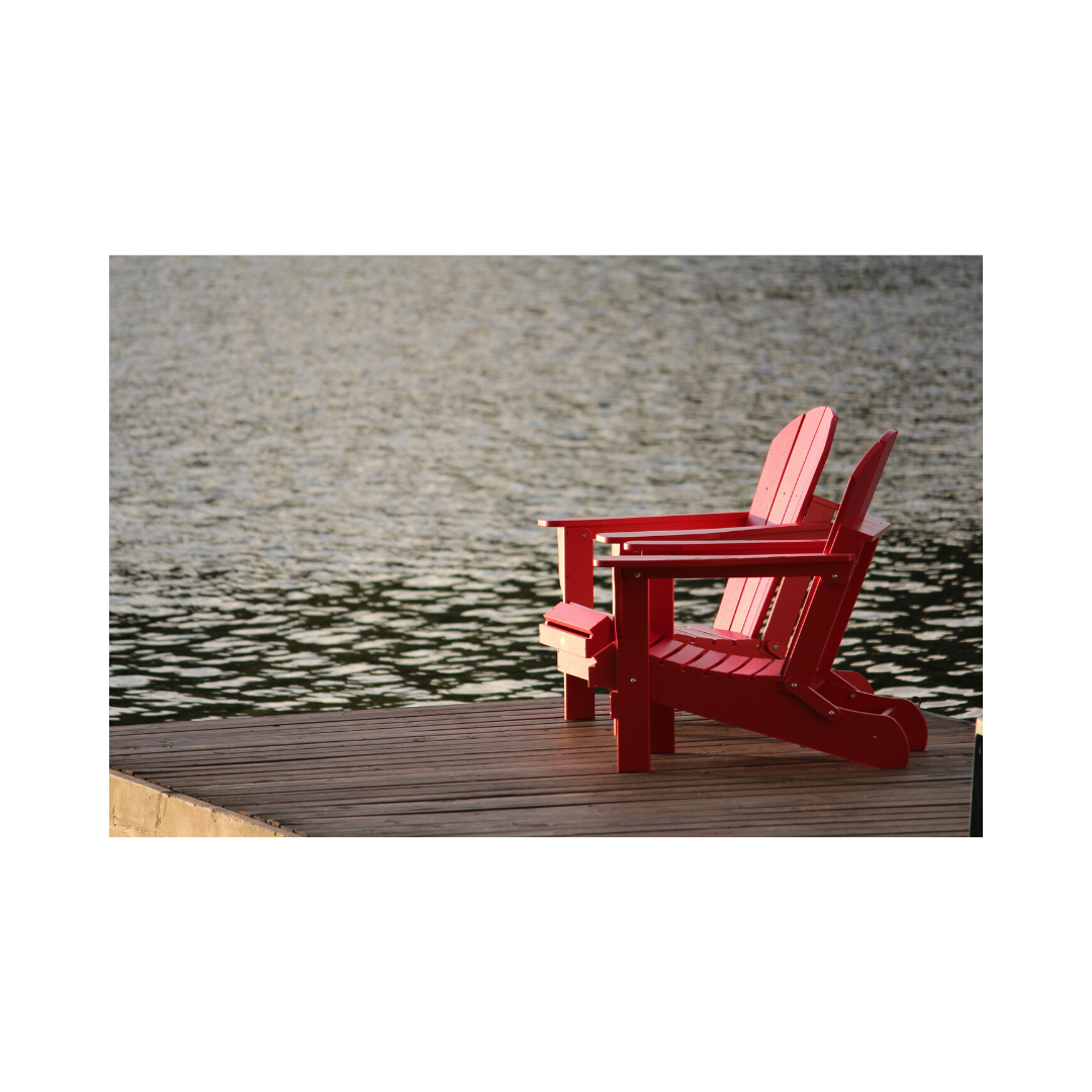海辺の誰も座ってない椅子
