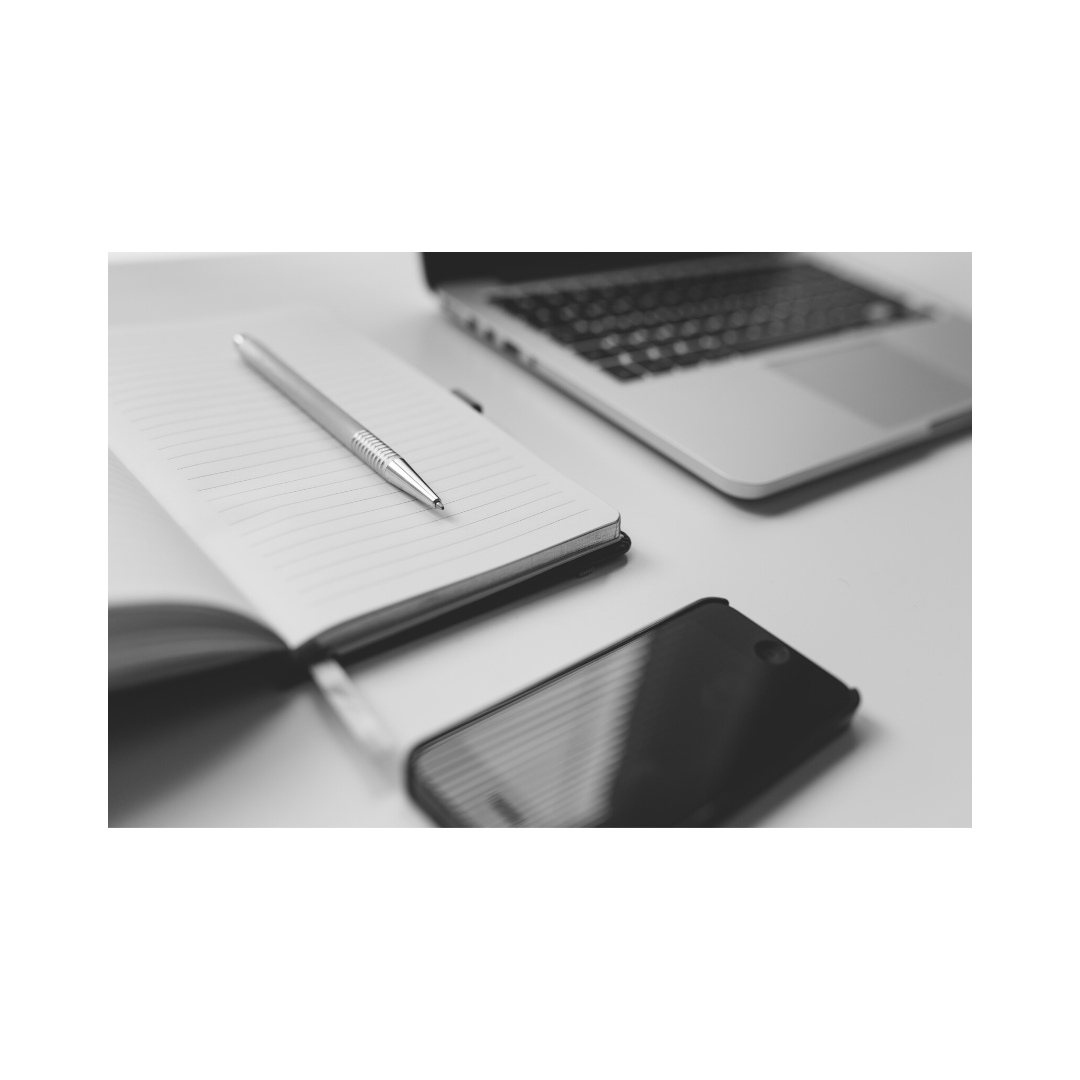 メモ帳とペンとスマホとパソコン
